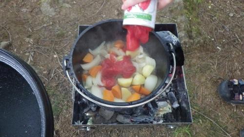 西沢渓谷 笛吹小屋キャンプ場 ダッチオーブン トマト缶