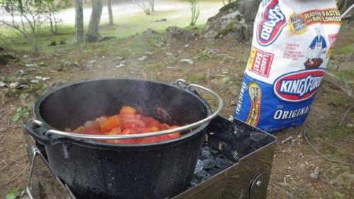 西沢渓谷 笛吹小屋キャンプ場 ダッチオーブン トマト煮完成