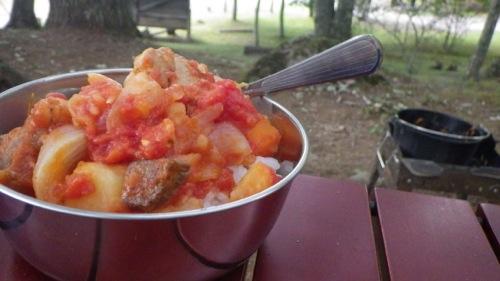 西沢渓谷 笛吹小屋キャンプ場 ダッチオーブン トマト煮盛り付け