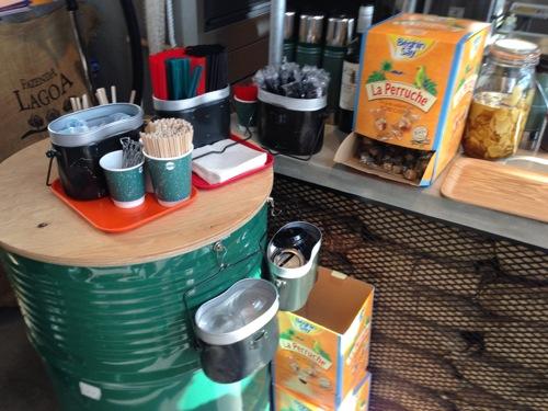 横浜みなとみらいのMark Is(マークイズ)にあるキャンプコーヒー(camp coffece)店内